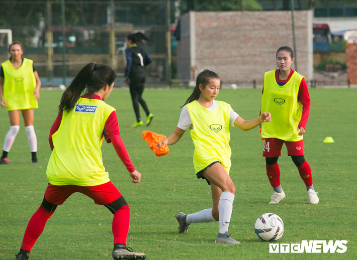 Bộ đôi cầu thủ Việt kiều toả sáng trong buổi tập cùng U19 Việt Nam - Ảnh 12.