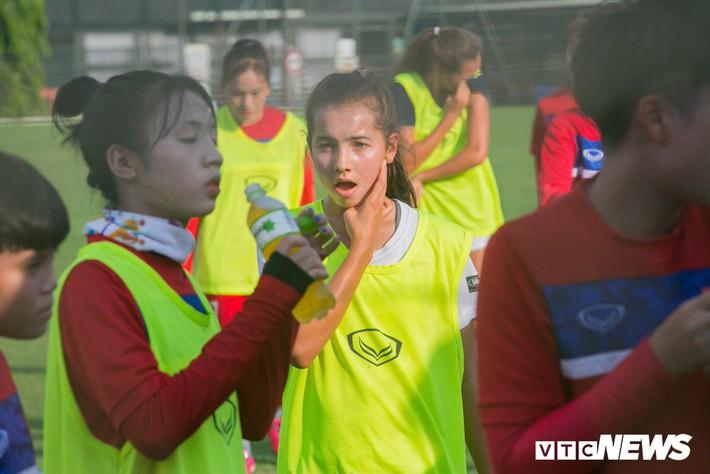 Bộ đôi cầu thủ Việt kiều toả sáng trong buổi tập cùng U19 Việt Nam - Ảnh 4.