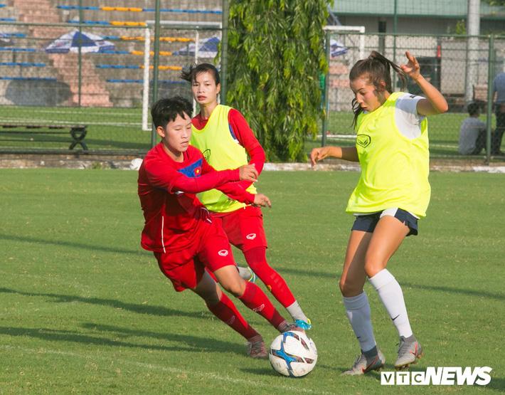 Bộ đôi cầu thủ Việt kiều toả sáng trong buổi tập cùng U19 Việt Nam - Ảnh 6.