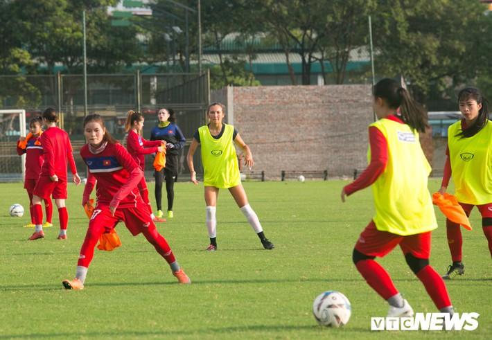 Bộ đôi cầu thủ Việt kiều toả sáng trong buổi tập cùng U19 Việt Nam - Ảnh 9.