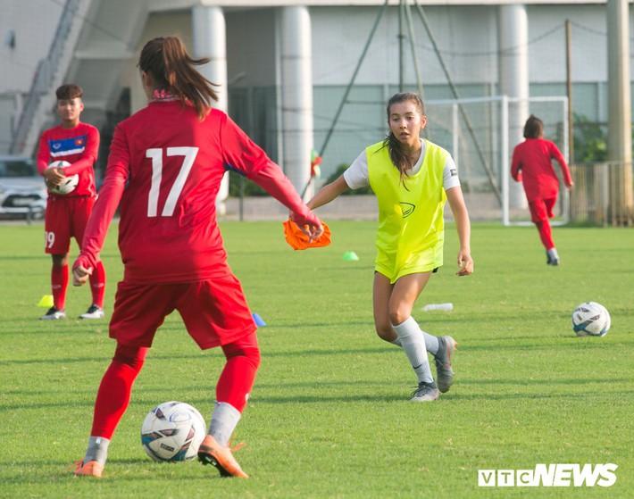 Bộ đôi cầu thủ Việt kiều toả sáng trong buổi tập cùng U19 Việt Nam - Ảnh 10.
