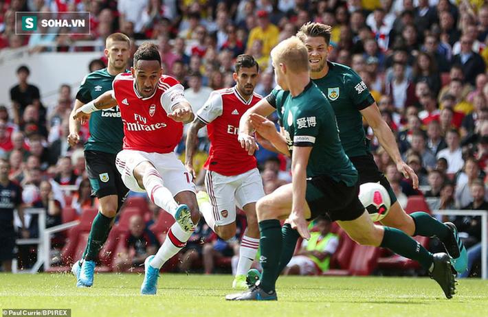 """""""Song tấu"""" tỏa sáng, Arsenal tạm leo lên đầu BXH Premier League - Ảnh 1."""