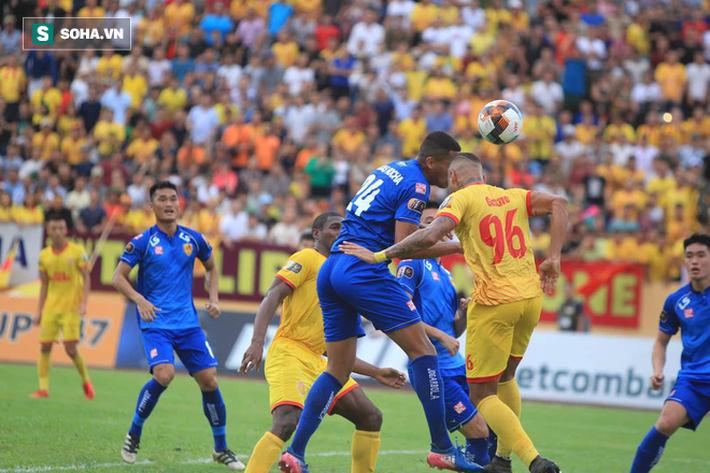 Thần tài mở hàng chung kết AFF Cup 2018 đóng chốt, Quảng Nam thắng cực kỳ khó tin - Ảnh 1.