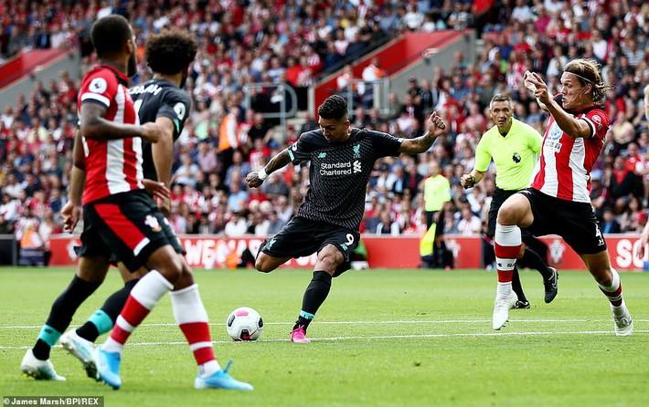 Người hùng phạm lỗi ngớ ngẩn, Liverpool chật vật tìm được trận thắng thứ hai - Ảnh 1.