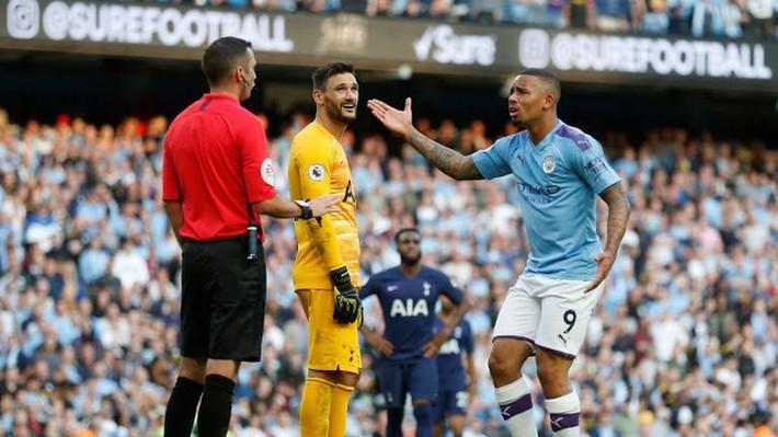 HLV Pep Guardiola giải thích màn tranh cãi với Aguero, nổi điên với VAR - Ảnh 2.