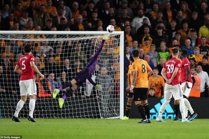Pogba đá hỏng penalty, Man United đánh rơi chiến thắng trước Bầy sói - Ảnh 3.