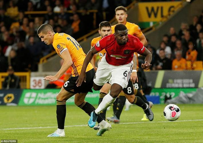 Pogba đá hỏng penalty, Man United đánh rơi chiến thắng trước Bầy sói - Ảnh 1.