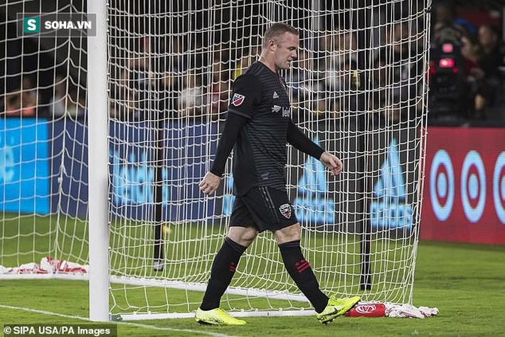 Bị VAR tố cáo, Rooney lộ mặt đánh lén, tỉnh bơ như vô tội trên đất Mỹ - Ảnh 3.