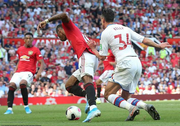 Man United thua sốc Crystal Palace, báo chí Anh chỉ tên tội đồ - Ảnh 8.