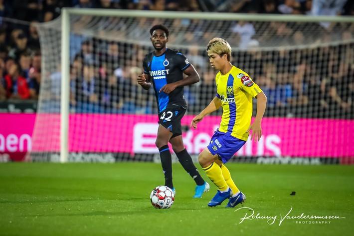 HLV Sint-Truidense VV đang bảo vệ Công Phượng trước đối thủ quá mạnh - Ảnh 2.