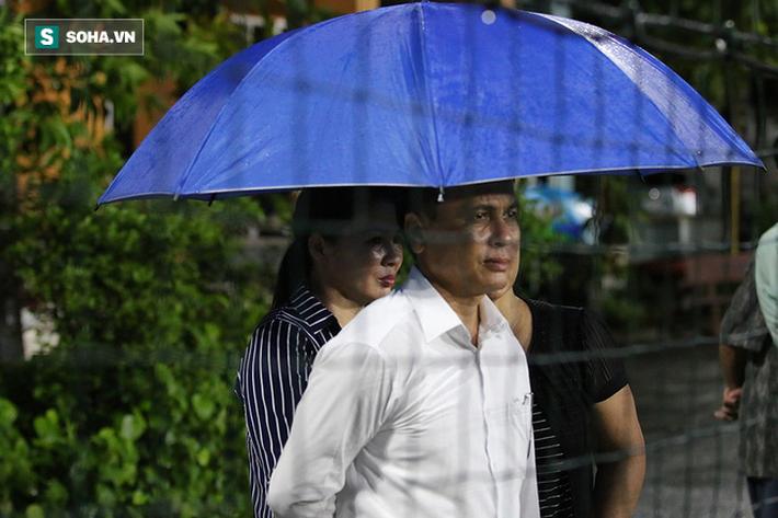 Quang Hải mất tích, đội tuyển Việt Nam khổ sở luyện công dưới mưa - Ảnh 1.