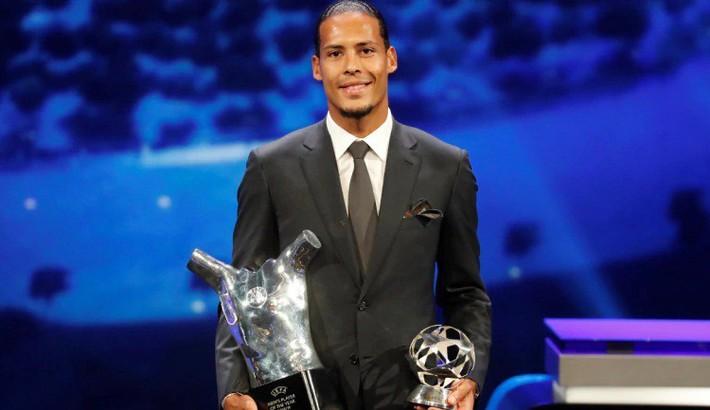 Van Dijk nhận giải thưởng, nhưng Ronaldo chiếm sóng bằng những lời ngọt ngào với Messi - Ảnh 1.