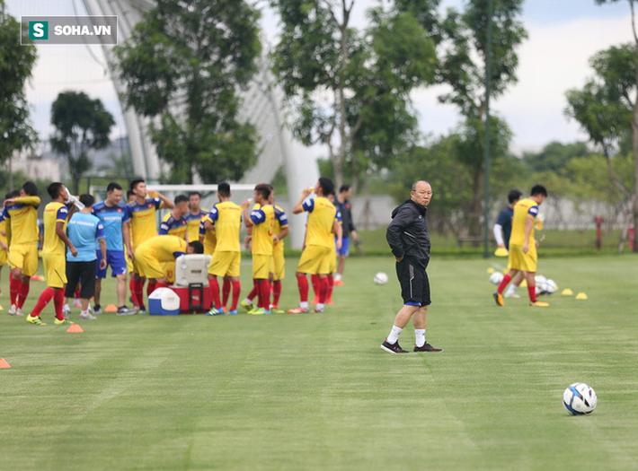 HLV Park Hang-seo quyết liệt trên sân tập, làm điều ít gặp với U22 Việt Nam - Ảnh 3.