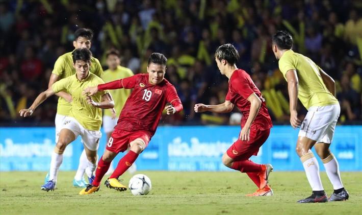 """""""Cháy vé"""" xem thầy Park đấu trí HLV Thái Lan ở vòng loại World Cup 2022 - Ảnh 1."""