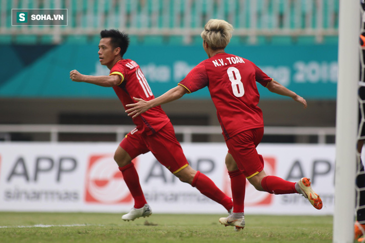 Một tháng trước ngày đấu Thái Lan, HLV Park Hang-seo nhận liền 3 món quà từ chàng trai tháng 9 - Ảnh 3.