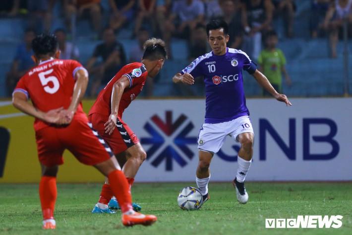 Tấn Trường diễn lại khoảnh khắc sai lầm, hậu vệ Hà Nội FC cười tít mắt - Ảnh 6.