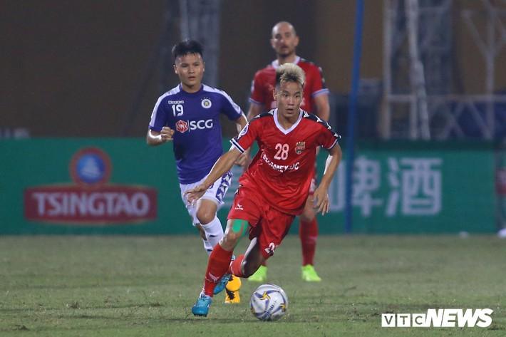 Tấn Trường diễn lại khoảnh khắc sai lầm, hậu vệ Hà Nội FC cười tít mắt - Ảnh 8.