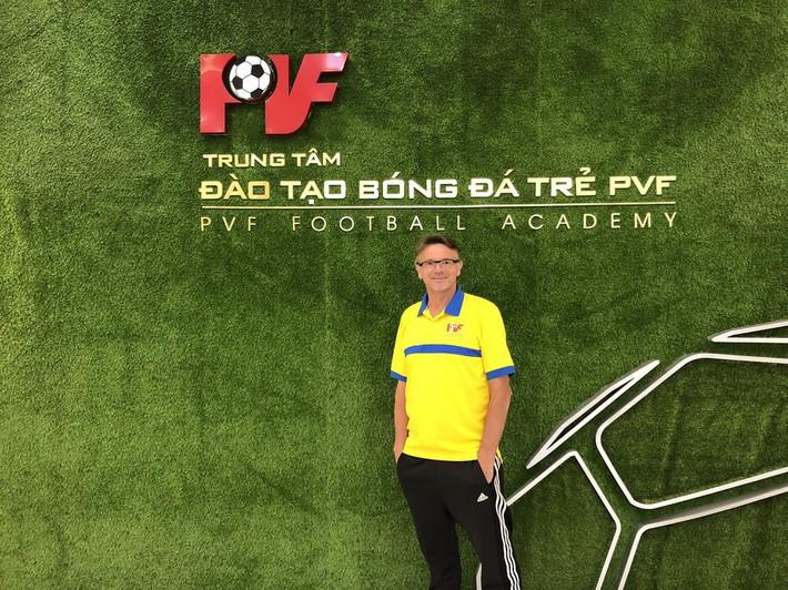 HLV đẳng cấp World Cup của U19 Việt Nam: Tôi xem mình như trợ lý của HLV Park Hang-seo - Ảnh 2.
