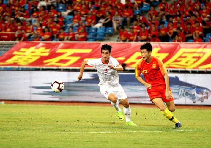 U22 Việt Nam thắng U22 Trung Quốc: Đã xứng tầm nhận mưa lời khen từ báo chí châu Á? - Ảnh 2.