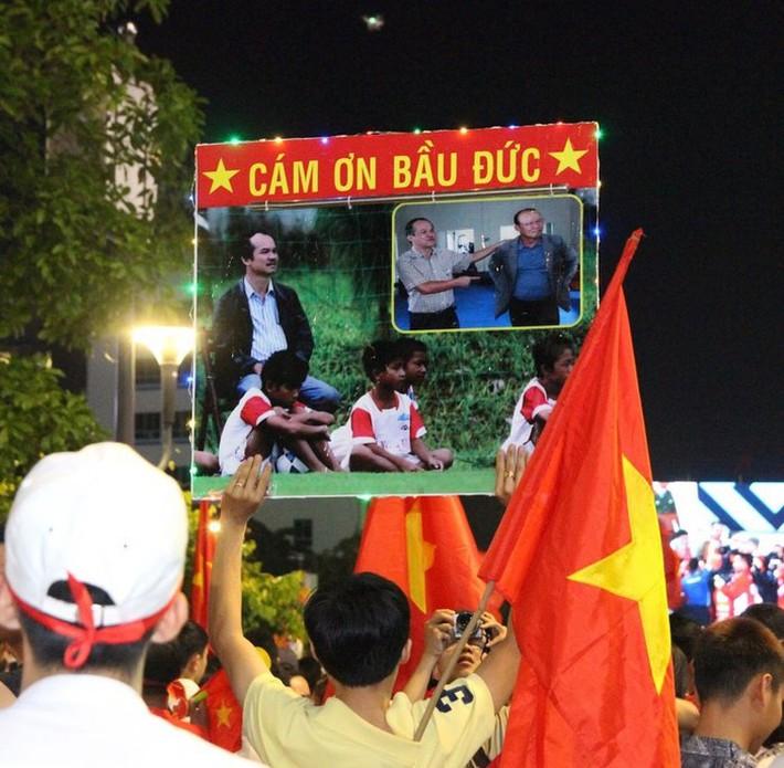 Truyền thông Trung Quốc 'bái phục' trước công lao của bầu Đức!