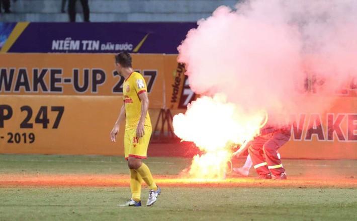 Sếp Hà Nội FC: Chúng tôi không nhận được công văn cảnh báo trước trận của VPF - Ảnh 2.