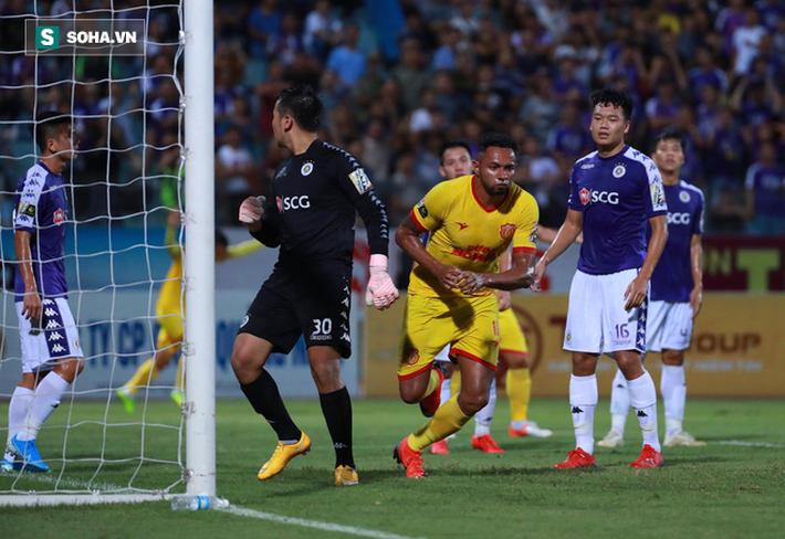 6 dấu ấn đáng nhớ của cuộc thư hùng Hà Nội FC vs Nam Định bị quả pháo sáng xấu xí che mờ - Ảnh 4.