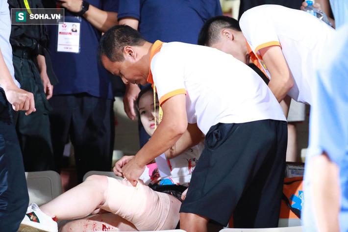 Sếp CLB Nam Định gửi lời xin lỗi tới nạn nhân của vụ đốt pháo sáng tại SVĐ Hàng Đẫy - Ảnh 1.