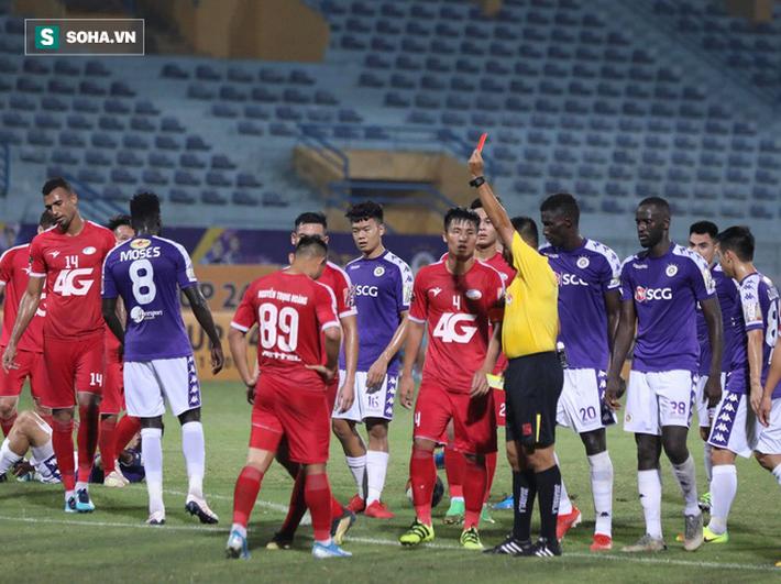 Quang Hải lập siêu phẩm đá phạt, Hà Nội FC chạm một tay vào chiếc cúp sau trận đấu kỳ lạ - Ảnh 6.