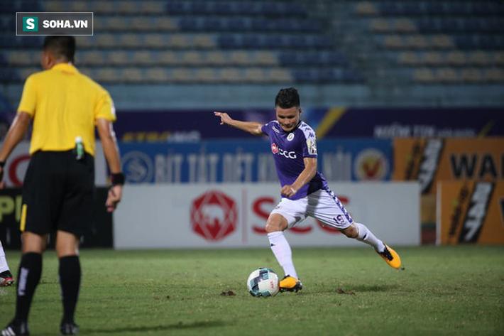 Quang Hải lập siêu phẩm đá phạt, Hà Nội FC chạm một tay vào chiếc cúp sau trận đấu kỳ lạ - Ảnh 4.