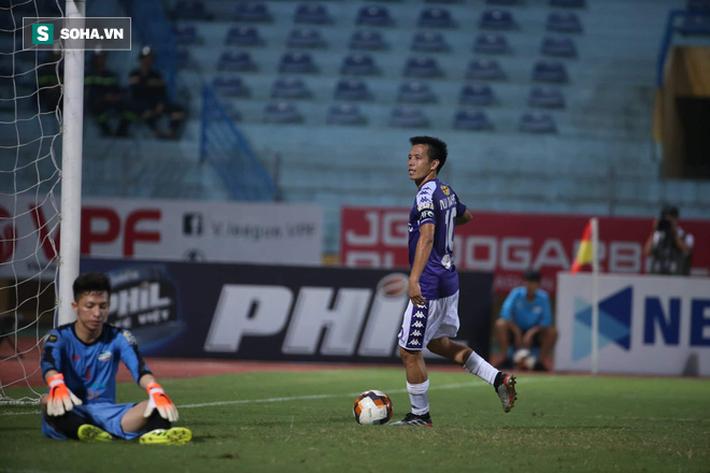 Quang Hải lập siêu phẩm đá phạt, Hà Nội FC chạm một tay vào chiếc cúp sau trận đấu kỳ lạ - Ảnh 5.