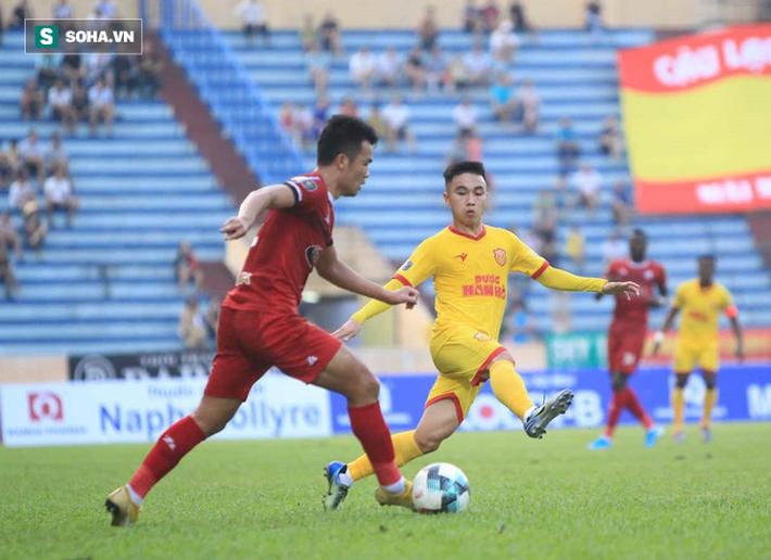 Sau thảm họa pháo sáng, Nam Định mang niềm vui đến cho Hà Nội FC theo cách đặc biệt - Ảnh 3.