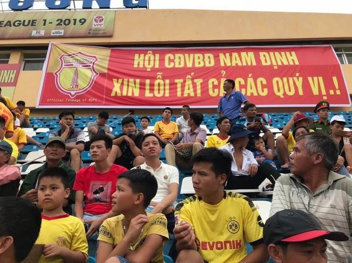 Sau thảm họa pháo sáng, Nam Định mang niềm vui đến cho Hà Nội FC theo cách đặc biệt - Ảnh 1.