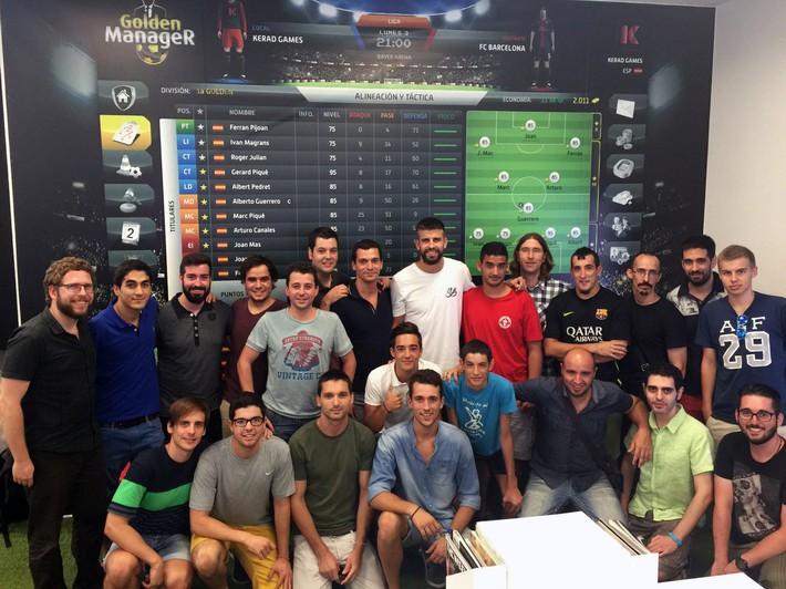 Pique làm sếp của Valverde, kết thân ông chủ Facebook, khoái mạng xã hội mới như Lotus - Ảnh 2.