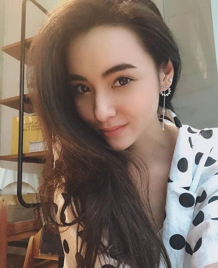 Bạn gái Messi Thái trở thành cô dâu kiều diễm - Ảnh 4.