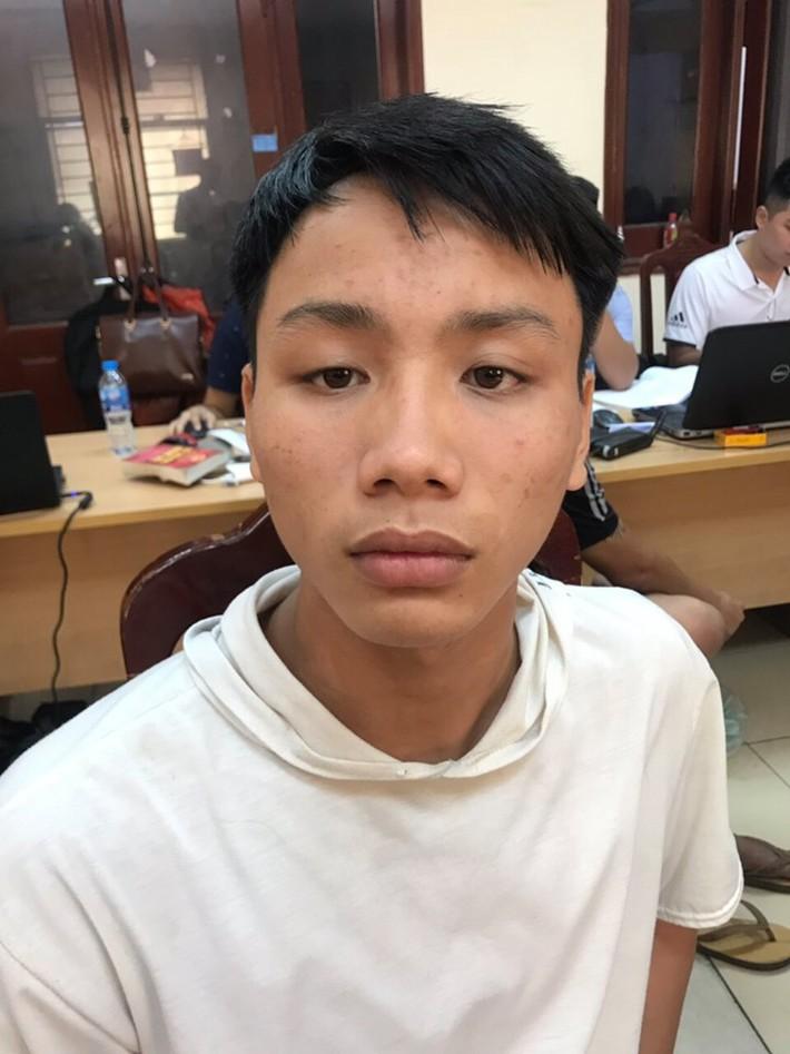 Chính thức xác định danh tính CĐV Nam Định bắn pháo sáng, hành hung CSCĐ tại sân Hàng Đẫy - Ảnh 3.