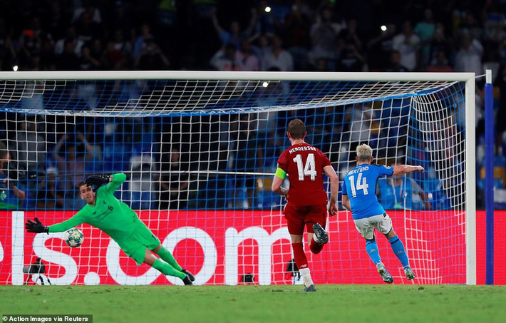Liverpool, Chelsea đồng loạt thua sốc; Barca chết hụt trong ngày Messi trở lại - Ảnh 1.