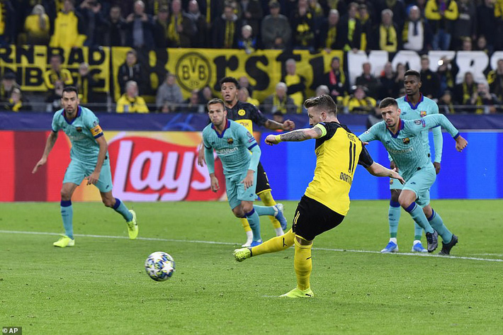 Liverpool, Chelsea đồng loạt thua sốc; Barca chết hụt trong ngày Messi trở lại - Ảnh 3.