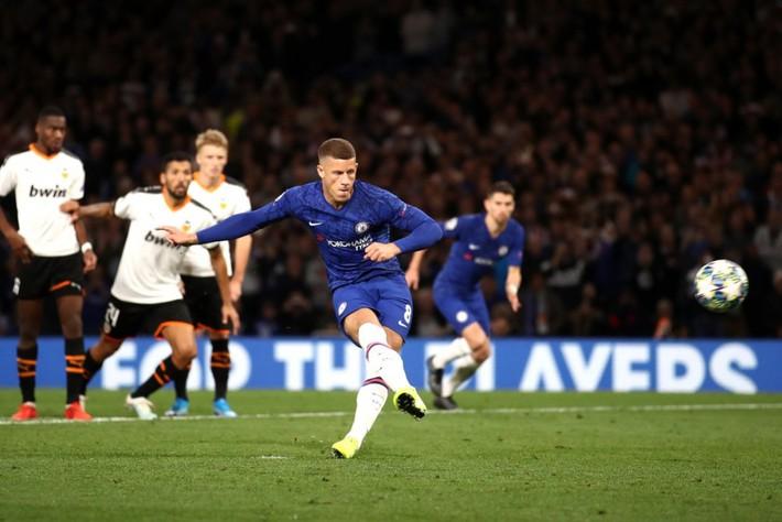 Cầu thủ Chelsea tranh nhau đá phạt đền, HLV Lampard nói gì? - Ảnh 1.