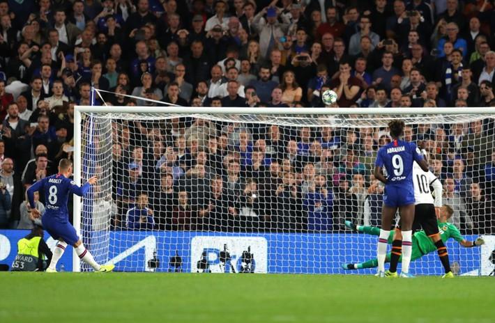 Cầu thủ Chelsea tranh nhau đá phạt đền, HLV Lampard nói gì? - Ảnh 2.