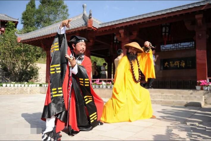 """Báo Trung Quốc lấy hình ảnh Nam Huỳnh Đạo để bóc mẽ """"trận đấu kỳ lạ"""" của võ sư Vịnh Xuân - Ảnh 5."""