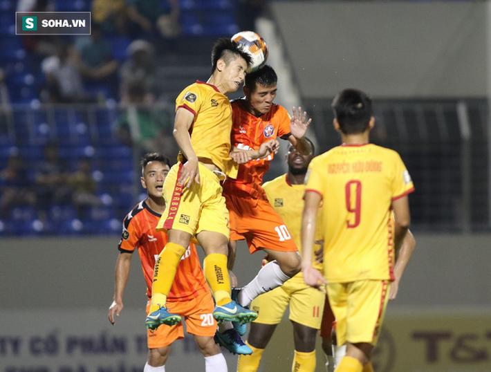 Thanh Hóa bị cựu tuyển thủ U19 hạ gục, HAGL, Viettel xoa tay ngư ông đắc lợi - Ảnh 2.