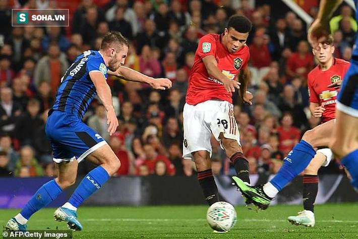 Thắng chật vật đội hạng 3 sau loạt luân lưu, Man United đại chiến Chelsea ở League Cup - Ảnh 1.