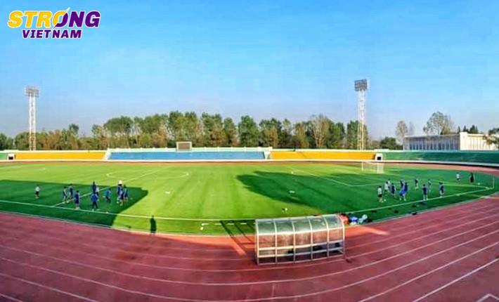 Quang Hải và đồng đội hào hứng với buổi tập đầu tiên trên mặt sân lạ tại Triều Tiên - Ảnh 1.