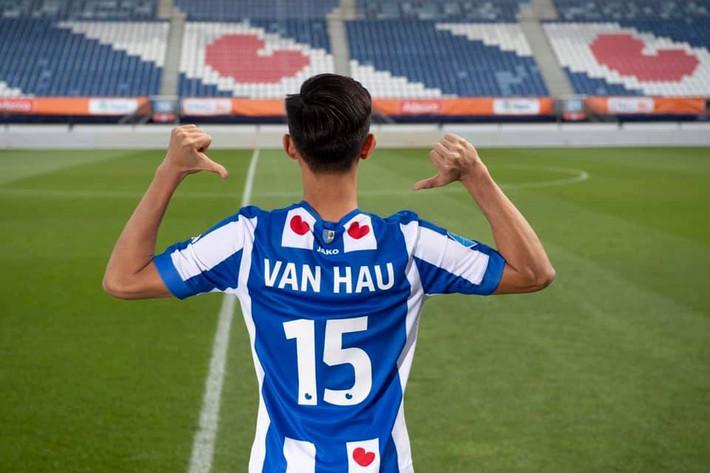 Một tiếng sau khi ra mắt SC Heerenveen, Đoàn Văn Hậu bị báo Hà Lan bắt thóp điểm yếu lớn - Ảnh 1.