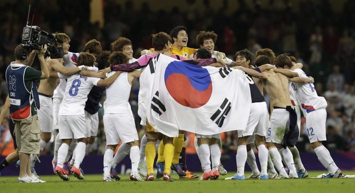Vừa lập dấu mốc lịch sử, đồng hương thầy Park muốn phá tiếp thành tích khủng ở Olympic - Ảnh 1.
