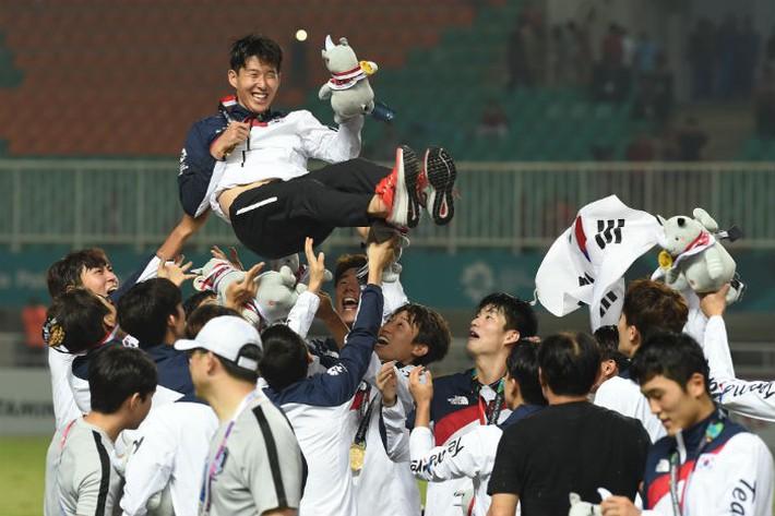 Vì tấm vé dự Olympic, Hàn Quốc hy sinh cơ hội giảm nghĩa vụ quân sự của hàng loạt sao trẻ - Ảnh 1.