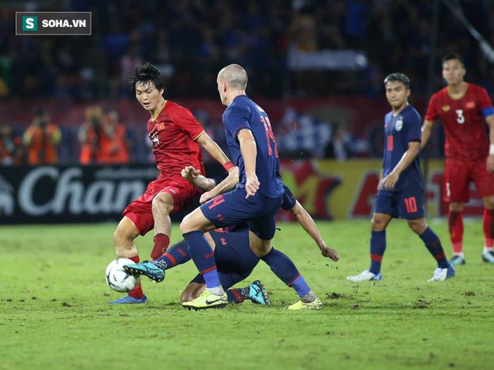 HLV Nguyễn Thành Vinh: Nhờ Công Phượng vào sân, Việt Nam mới bớt lép vế trước Thái Lan - Ảnh 2.
