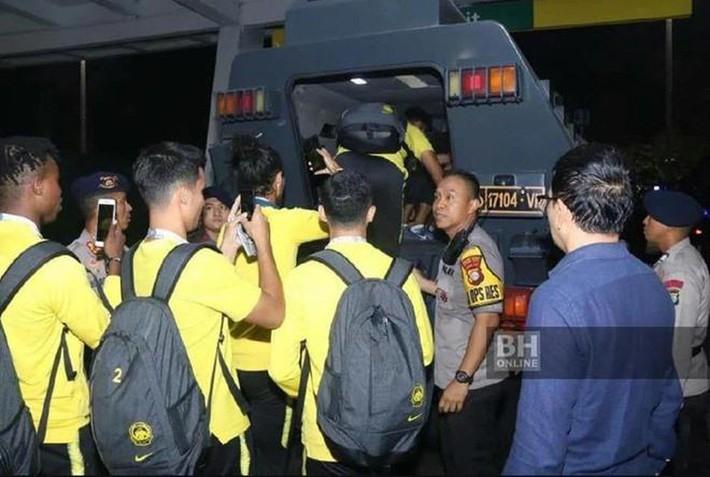 Sợ bị FIFA phạt, Indonesia đến khách sạn xin lỗi Malaysia - Ảnh 2.