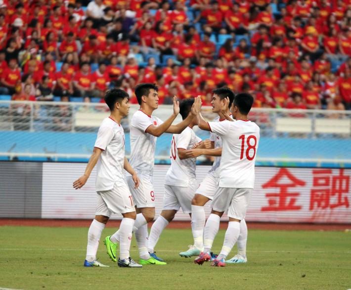 Báo Trung Quốc: 2 năm qua, bóng đá Trung Quốc nhạt nhòa dưới cái bóng của Việt Nam - Ảnh 2.
