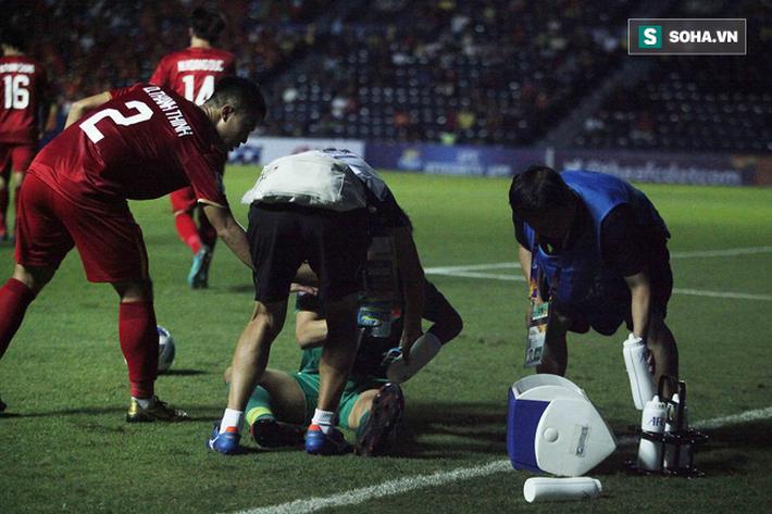 Bùi Tiến Dũng đau đớn ngã xuống sân, Thành Chung, Đình Trọng bảo vệ đồng đội theo cách cực gắt - Ảnh 10.